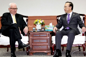 Minister Hyun meets U.S. special representative Stephen Bosworth