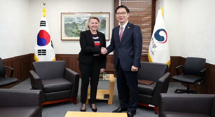 Vice Unification Minister Chun meets with Susan Thornton, acting US Assistant Secretary of State for East Asian and Pacific Affairs