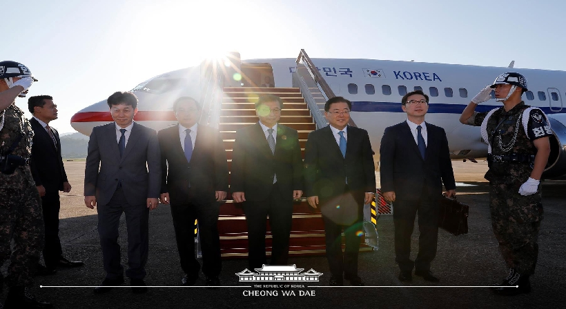 The South's special envoy to the North departs for Pyeongyang