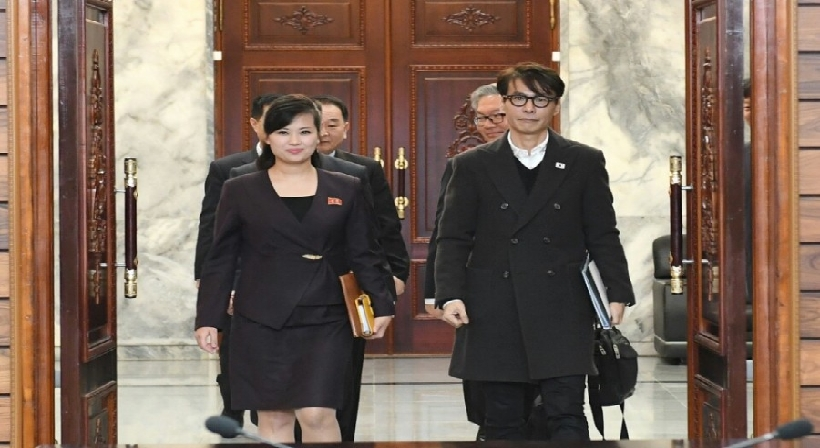 South and North Korea held working-level contact regarding the South Korean art troupe's Pyeongyang performance at the North side of Panmunjeom, Tongilgak on March 20. South and North Korea agreed as