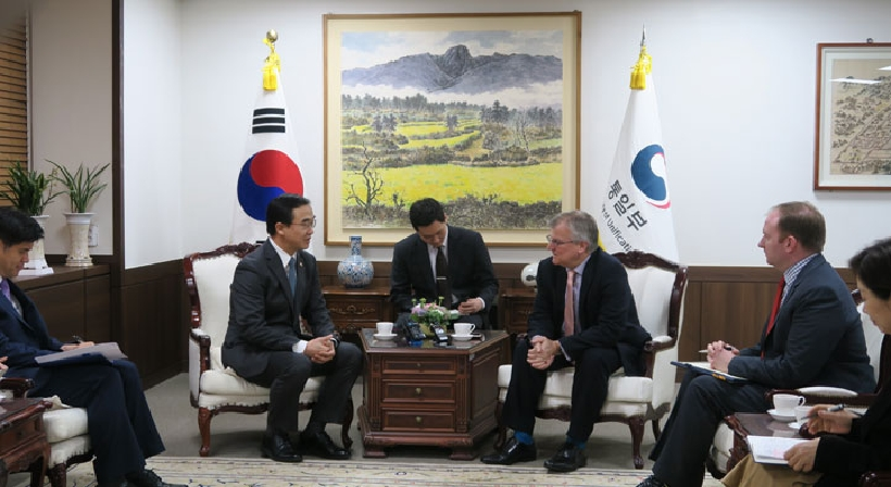 Unification Minister Cho meets with new British Ambassador to South Korea Simon Smith
