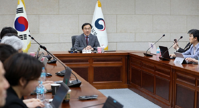 Unification Minister Cho meets with reporters accredited to the Ministry of Unification