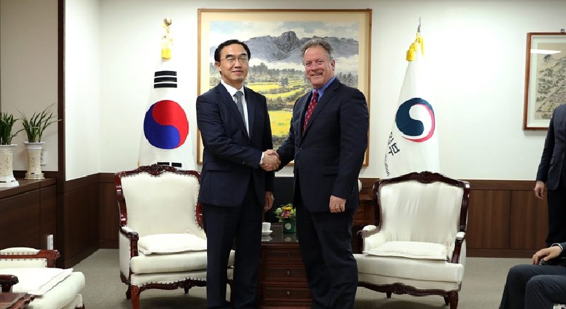Unification Minister Cho meets with David Beasley, the executive director of the WFP