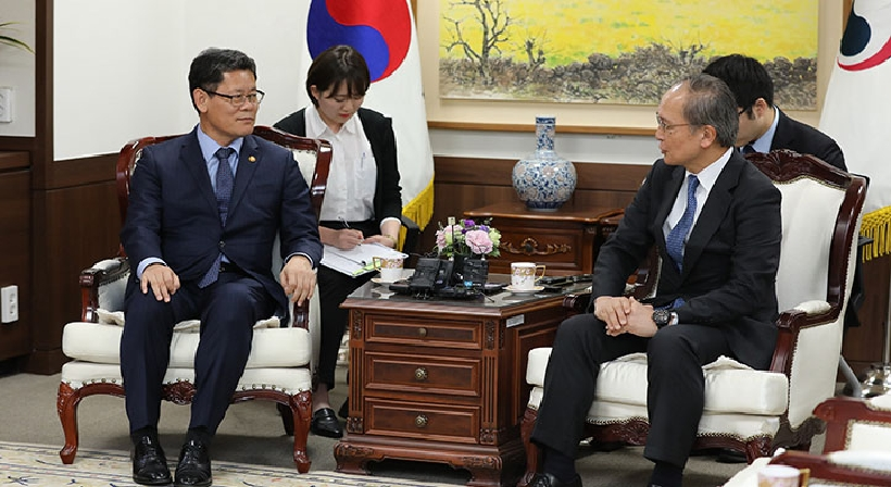 Unification Minister Kim meets with Japanese Ambassador to South Korea Yasumasa Nagamine