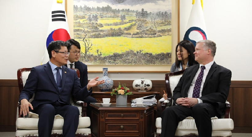 Unification Minister Kim meets with US Special Representative for North Korea Stephen Biegun