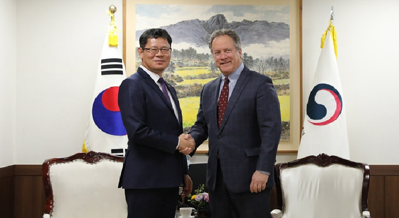 Unification Minister Kim meets with WFP Executive Director David Beasley