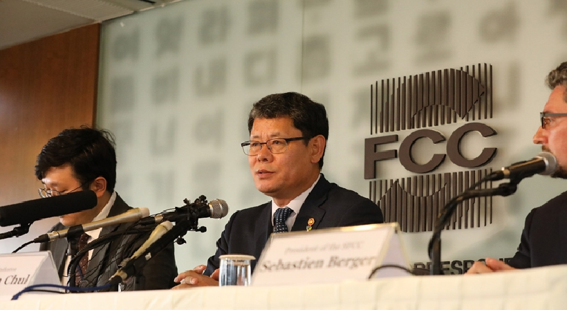 Unification Minister Kim participates in a press conference held by the Seoul Foreign Correspondents' Club
