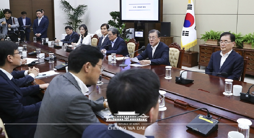 Opening Remarks by President Moon Jae-in at Meeting with His Senior Secretaries