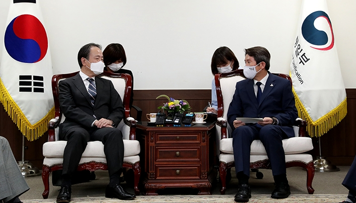 Unification Minister Lee meets with Japanese Ambassador to the ROK Koji Tomita