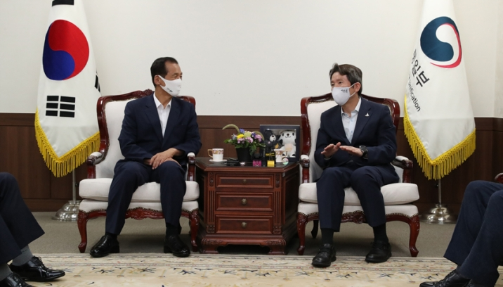 Unification Minister Lee meets with Gangwon Governor Choi Moon-soon