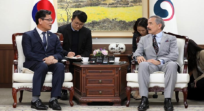 Unification Minister Kim meets with US Ambassador to South Korea Harry Harris